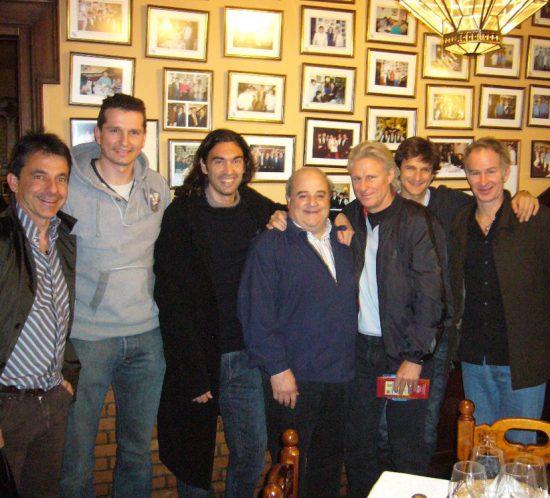 Emilio Sánchez Vicario, Richard Kracijek, Sergi Bruguera, Bjorn Borg, Carles Costa, John McEnroe, con Luis Oruezabal